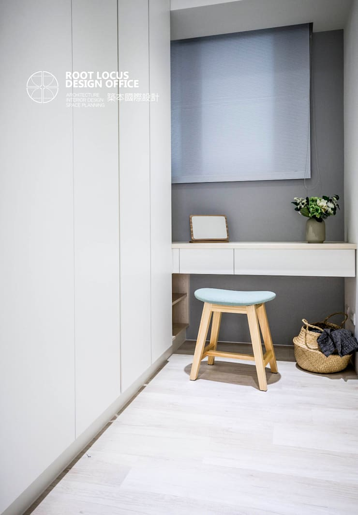 Walk in closet de estilo  por 築本國際設計有限公司, Escandinavo