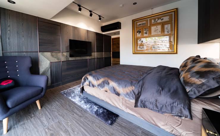 鈦金條線條電視牆:  臥室 by NO5WorkRoom
