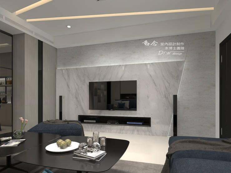 Гостиная в стиле модерн от 木博士團隊/動念室內設計制作 Модерн Мрамор
