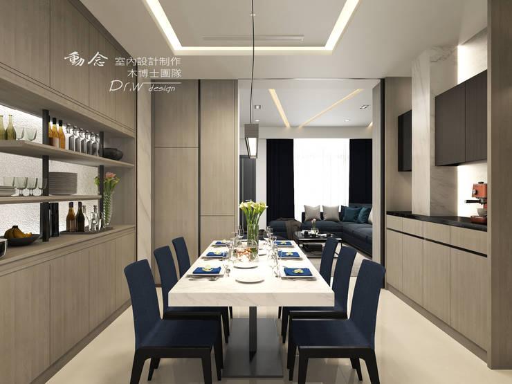 Столовая комната в стиле модерн от 木博士團隊/動念室內設計制作 Модерн Стекло