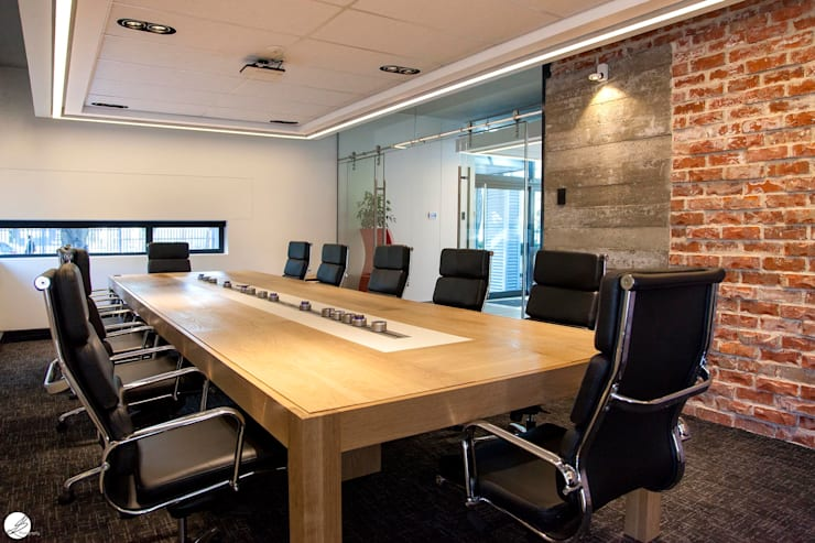 Meeting Room:  Office buildings by DMV INTERIOR DESIGN, Modern Bricks