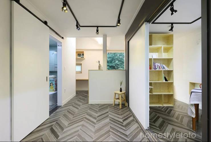 시나리오 창작실: 주택설계전문 디자인그룹 홈스타일토토의  서재 & 사무실