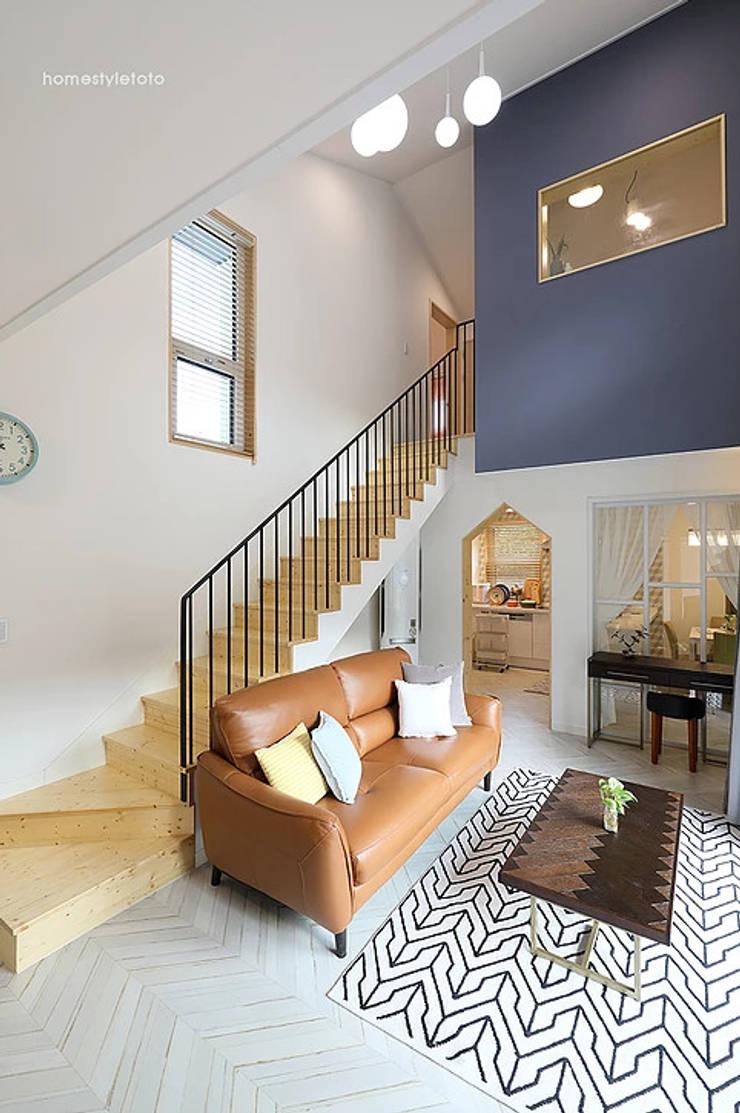 거실: 주택설계전문 디자인그룹 홈스타일토토의  계단