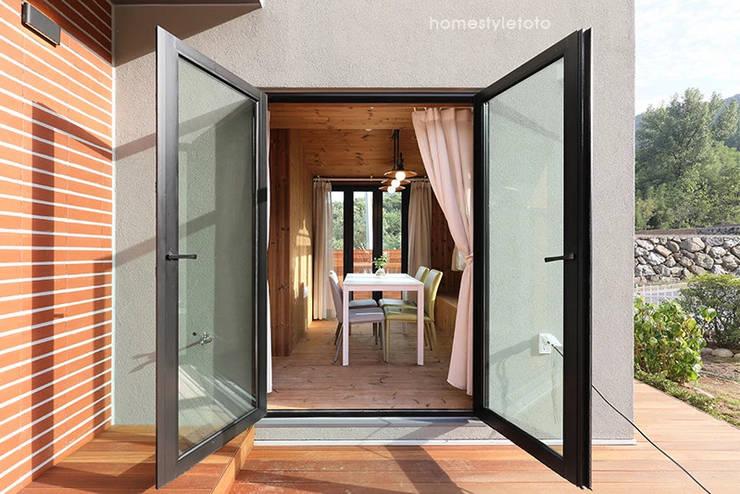 선룸: 주택설계전문 디자인그룹 홈스타일토토의  발코니