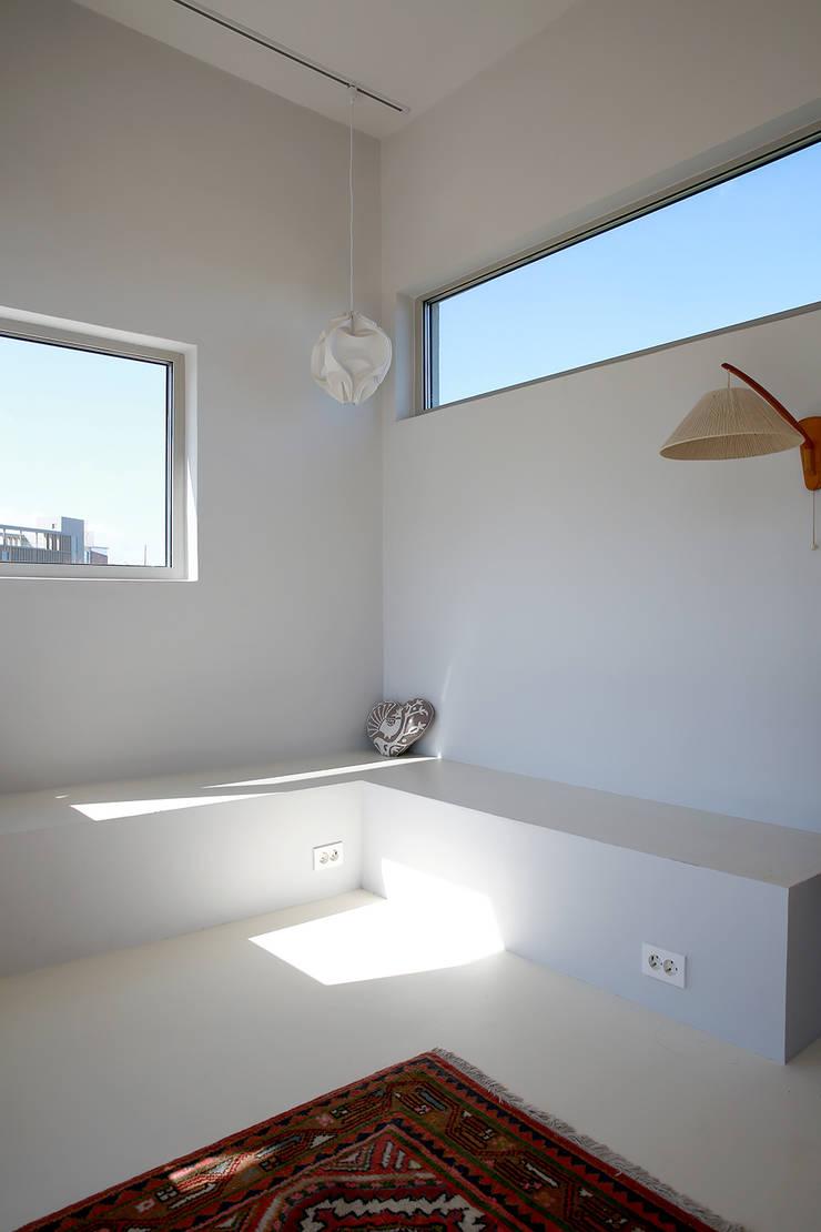 제주_無努 table&stay: AAPA건축사사무소의  벽,