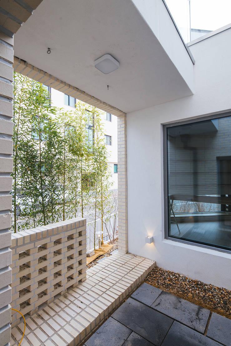 Balkon oleh AAPA건축사사무소, Modern