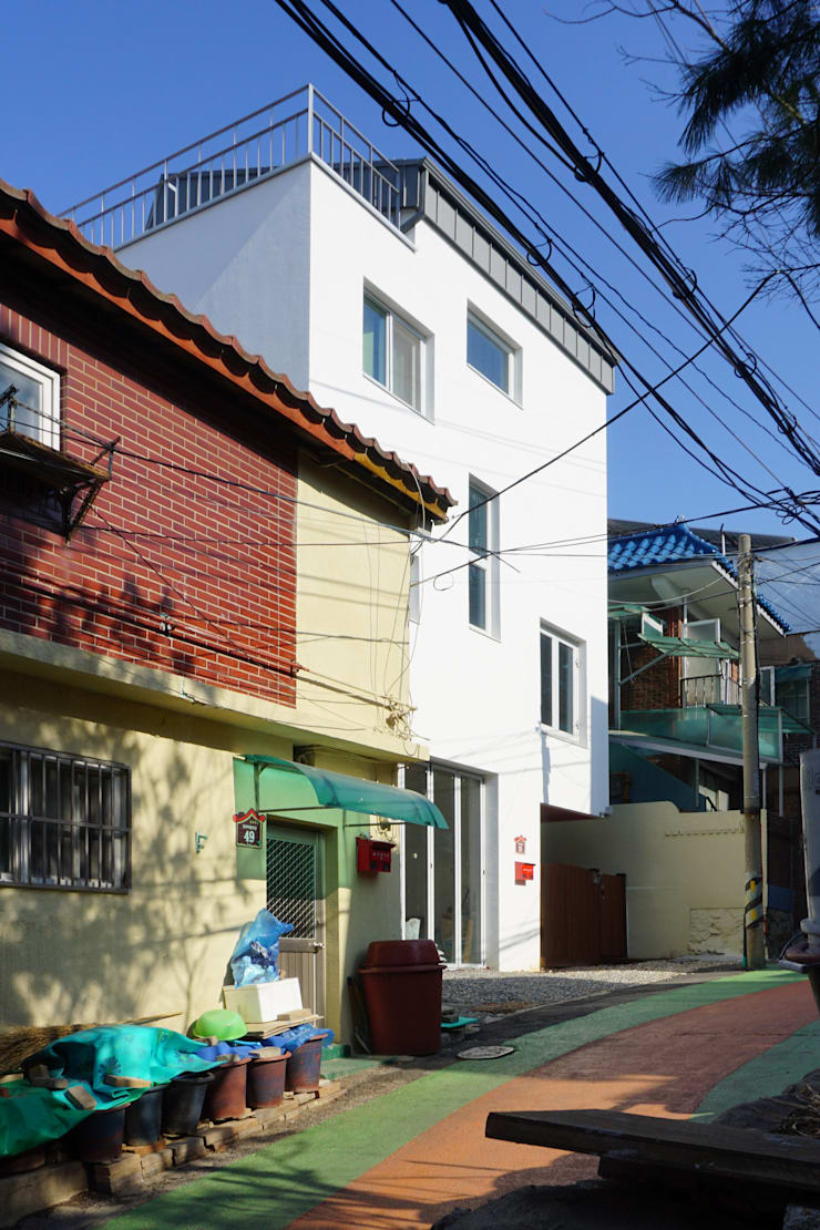 정면: 건축그룹 [tam]의  주택,