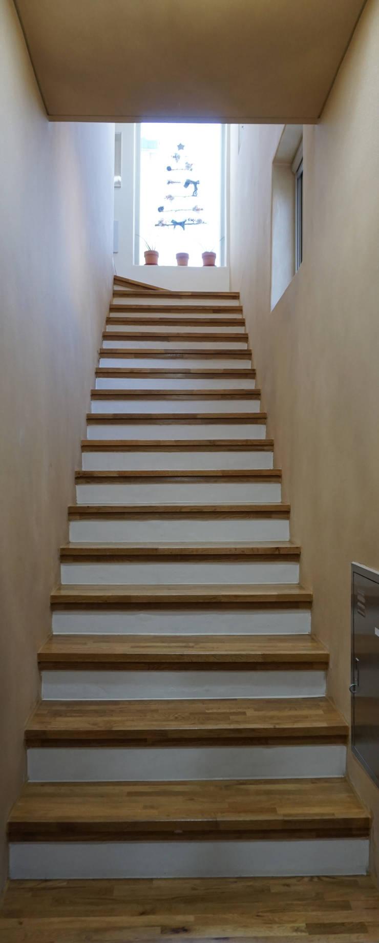 1-2층 계단: 건축그룹 [tam]의  계단,