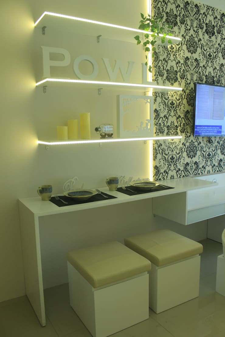 Gateway Diamond Apartemen:  Dining room by POWL Studio