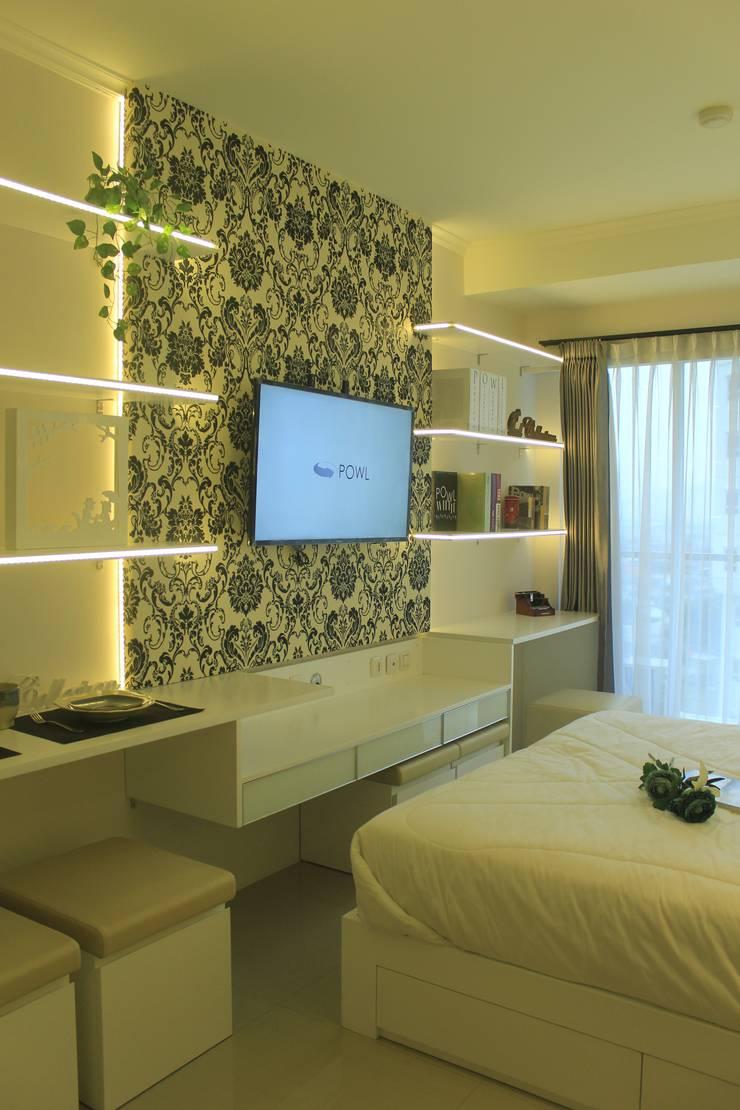 Gateway Diamond Apartemen:  Multimedia room by POWL Studio