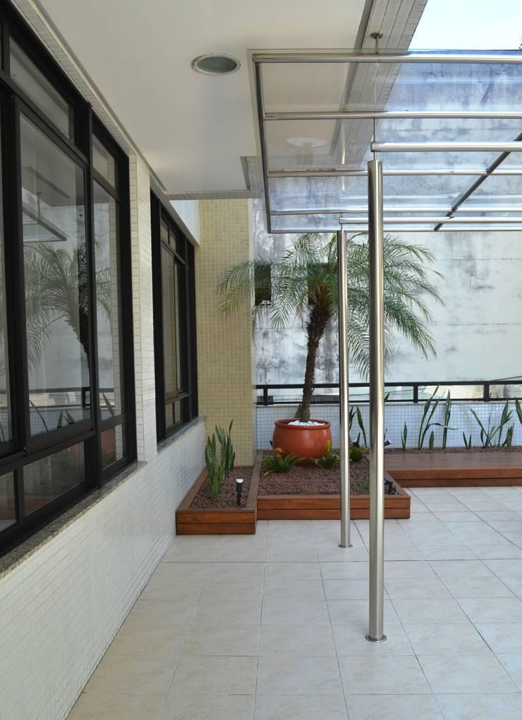 Condomínio Montmartre: Telhados  por Atelier Plural,Moderno