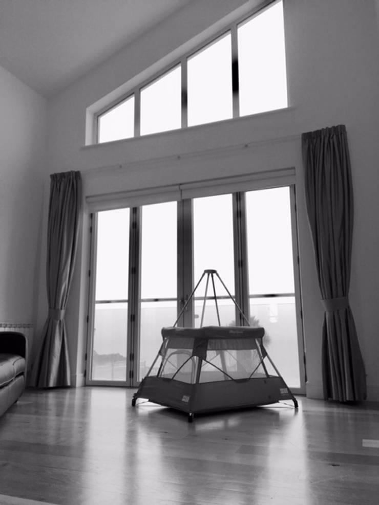 BabyHub SleepSpace, international design award winning travel cot:  Nursery/kid's room by Babyhub Ltd