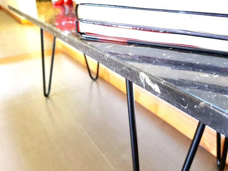 Mesa ISLEÑA: Salas de estilo  por SIMPLEMENTE AMBIENTE mobiliarios