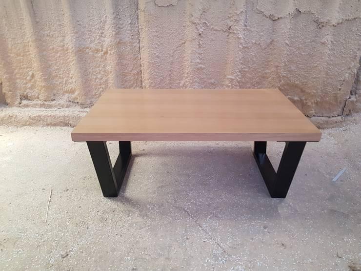 Modelo SIR: Salas de estilo  por SIMPLEMENTE AMBIENTE mobiliarios