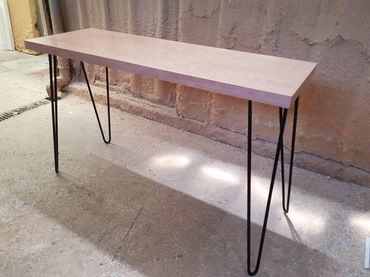 Modelo VIKINGO: Salas de estilo  por SIMPLEMENTE AMBIENTE mobiliarios