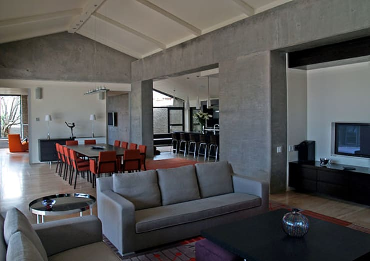 Living room by PWM Architects