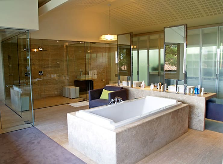 Bathroom by PWM Architects