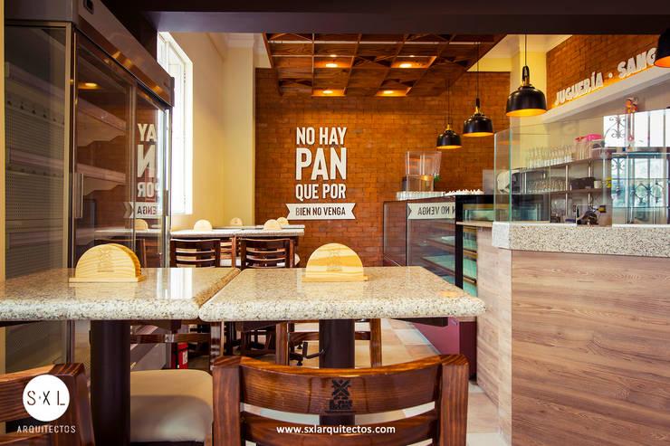 Cafetería El Gran Molino: Restaurantes de estilo  por SXL ARQUITECTOS