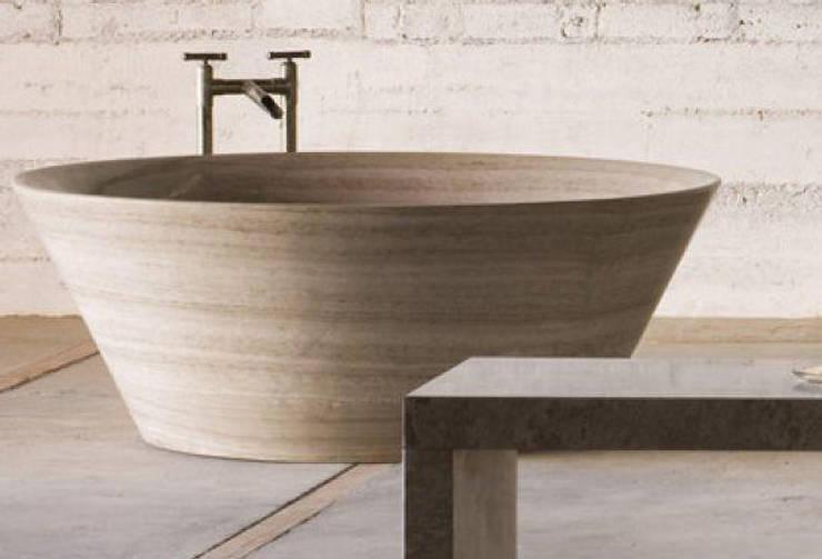 tina Stone forest: Baños de estilo  por Arquideco