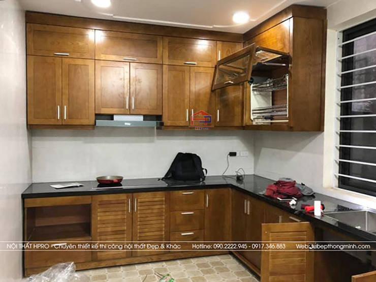 Ảnh thực tế tủ bếp gỗ sồi mỹ nhà anh Huy ở Mai Dịch:  Kitchen by Nội thất Hpro