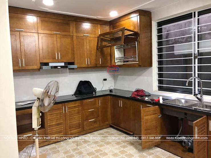 Ảnh thực tế tủ bếp gỗ sồi mỹ nhà anh Huy ở Mai Dịch sau khi được lắp đặt đầy đủ toàn bộ các phụ kiện:  Kitchen by Nội thất Hpro