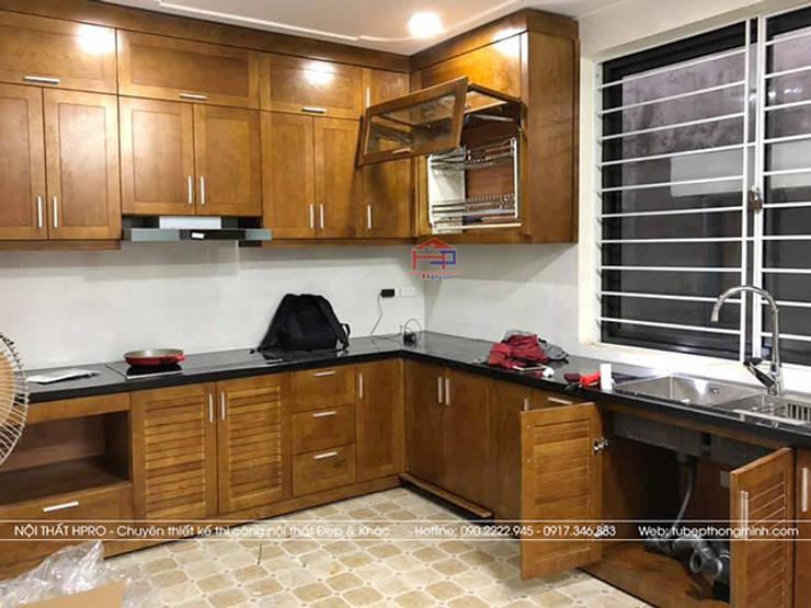 Ảnh thực tế bộ tủ bếp gỗ sồi mỹ màu hạt giẻ nhà anh Huy ở Mai Dịch:  Kitchen by Nội thất Hpro