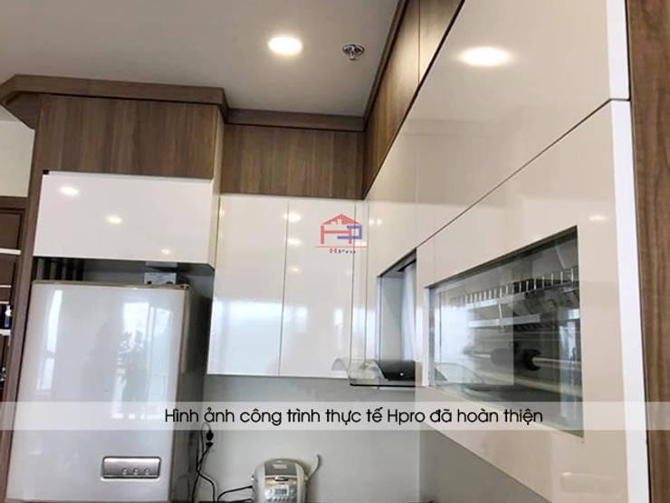 Ảnh thực tế tủ bếp laminate nhà chú Việt sau khi đã lắp đặt đầy đủ phụ kiện cao cấp:  Kitchen by Nội thất Hpro