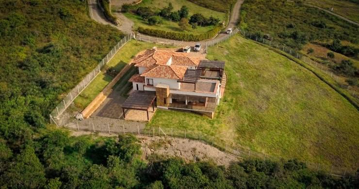 vista aerea: Casas de estilo  por cesar sierra daza Arquitecto