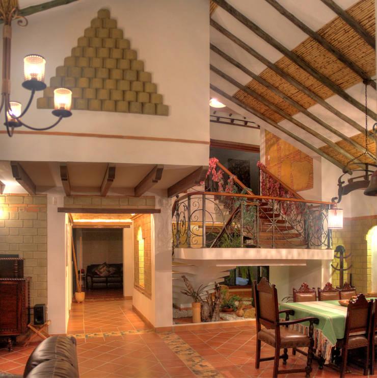 vista interna de sala comedor: Comedores de estilo  por cesar sierra daza Arquitecto,
