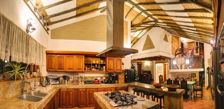 detalles de acabados en cocina : Cocinas de estilo  por cesar sierra daza Arquitecto,