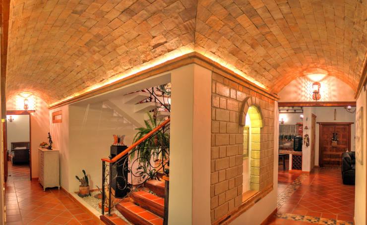 bóveda sobre hall escaleras: Pasillos y vestíbulos de estilo  por cesar sierra daza Arquitecto,