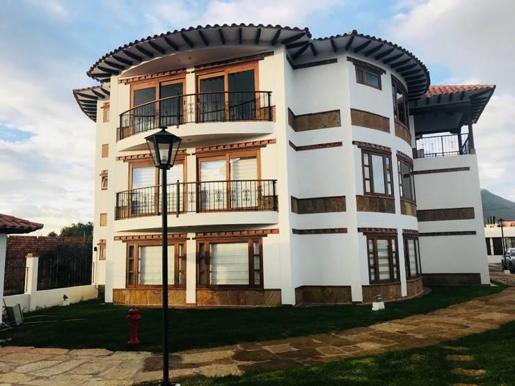 Fachada Interna: Casas multifamiliares de estilo  por cesar sierra daza Arquitecto