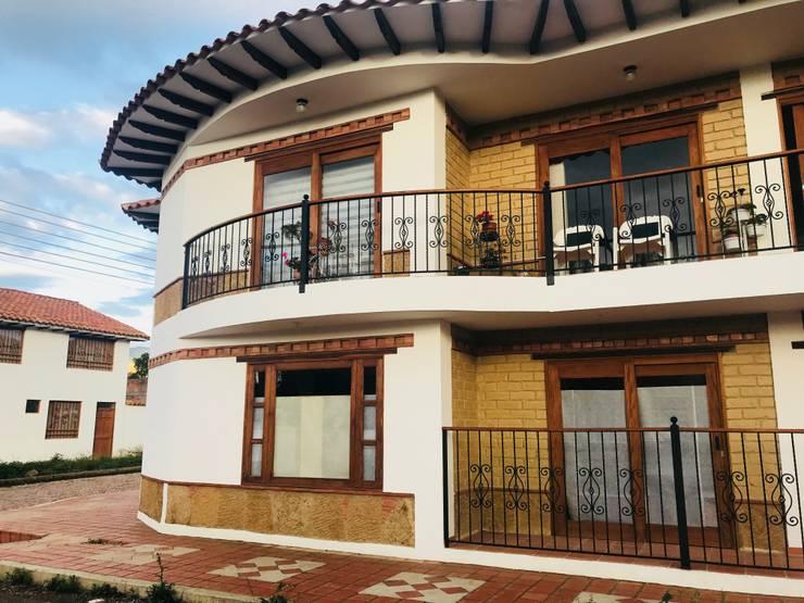 Detalle de Fachada Principal: Casas de estilo  por cesar sierra daza Arquitecto