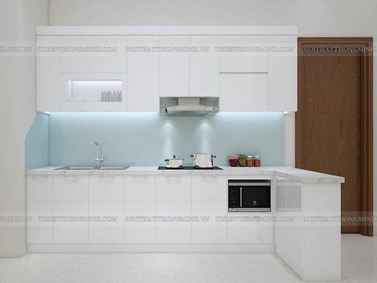 Ảnh thực tế tủ bếp acrylic full trắng nhà chị Hiền ở CC Ciputra:  Kitchen by Nội thất Hpro