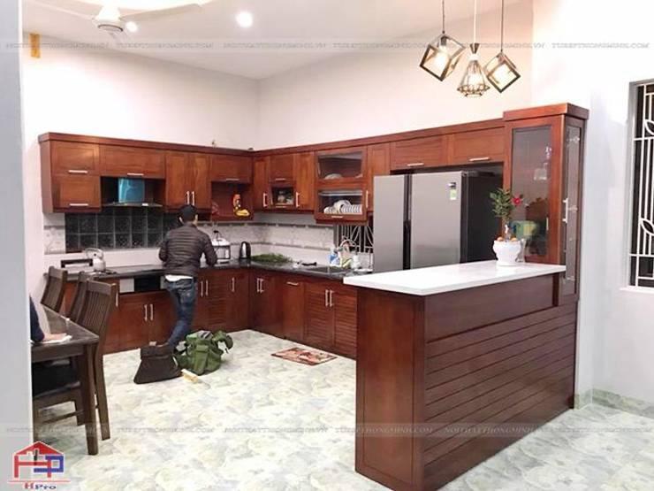 Hoàn thiện thi công tủ bếp gỗ xoan đào nhà anh Cường ở Đông Anh:  Kitchen by Nội thất Hpro