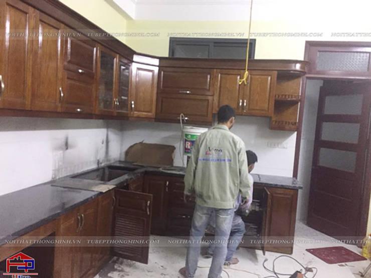 Ảnh thi công tủ bếp gỗ sồi mỹ nhà chị Thúy Anh ở Mậu Lương:  Kitchen by Nội thất Hpro