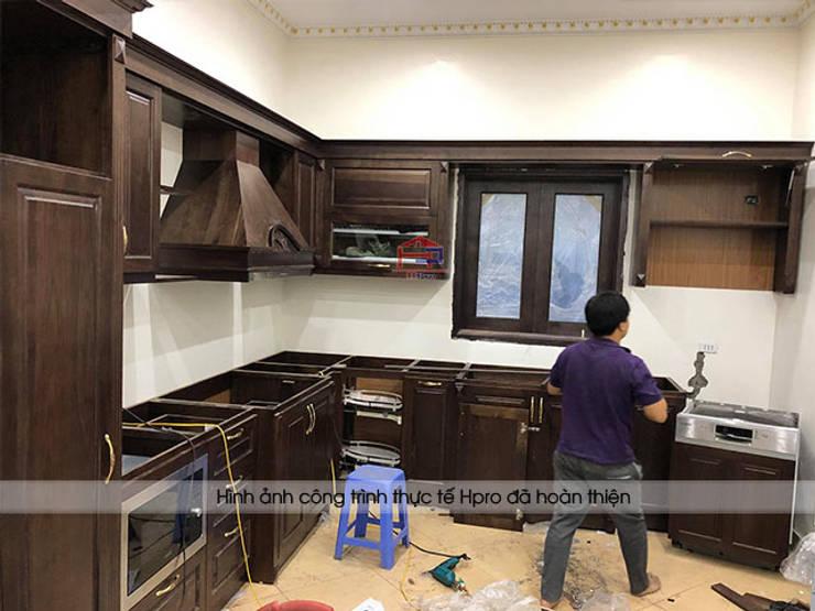 Thi công lắp đặt tủ bếp gỗ óc chó tại nhà chị Hiền ở Hưng Yên:  Kitchen by Nội thất Hpro