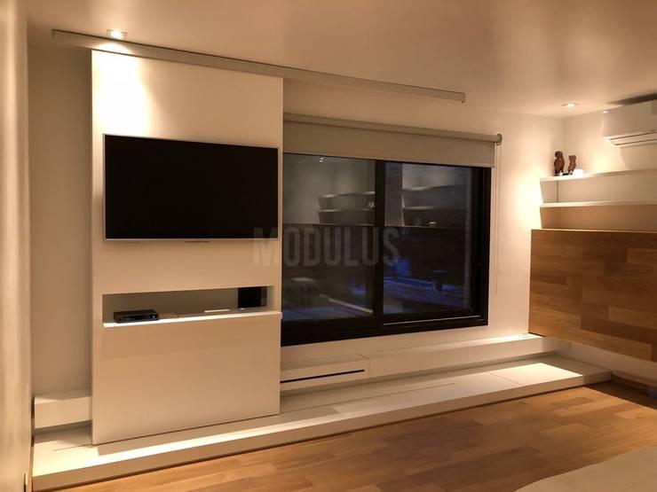 Dormitorio : Dormitorios de estilo  por Modulus,