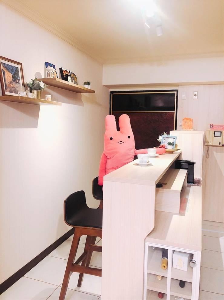 多功能吧檯區:  玄關、走廊與階梯 by 藏私系統傢俱
