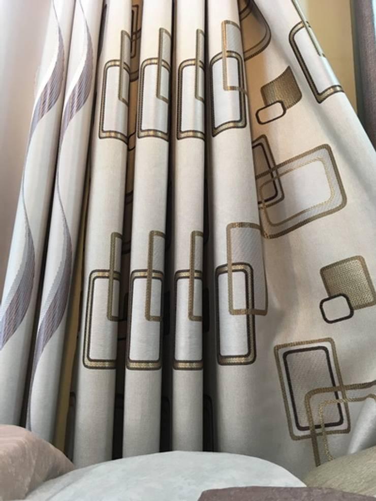 ร้านผ้าม่าน แฟบริค พลัส เน้นการจัดวางลวดลายผ้า ให้ผ้าม่านดูสวยงามลงตัว:  ตกแต่งภายใน by Fabric Plus Co Ltd
