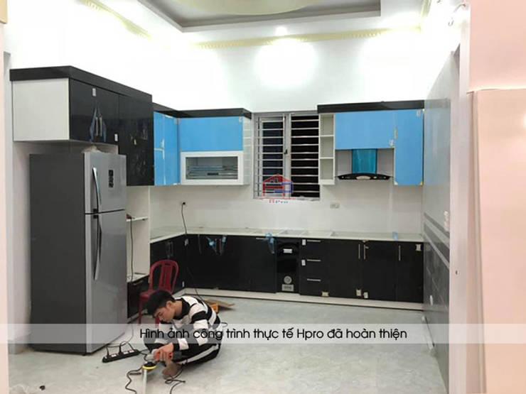 Ảnh thi công tủ bếp acrylic An Cường nhà chị Hiền ở Nam Định:  Kitchen by Nội thất Hpro