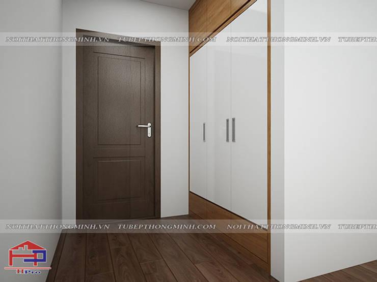 Ảnh thiết kế 3D tủ quần áo âm tường gỗ melamine nhà chị Lê ở Định Công:  Dressing room by Nội thất Hpro