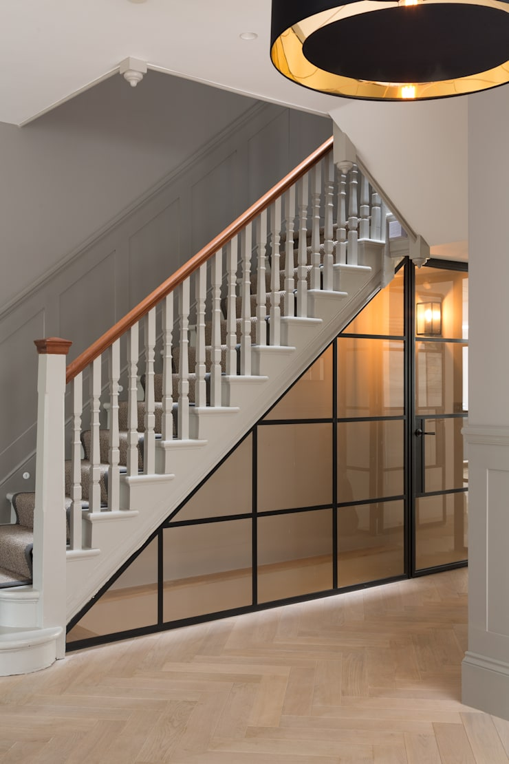 Under stair storage de Shape London Moderno