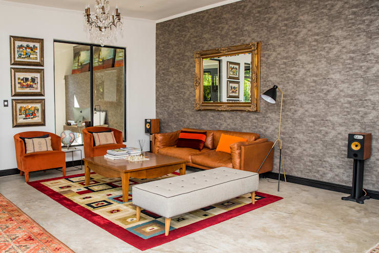 Dambuza home, Sandton:  Living room by TOP CENTRE PROPERTIES GROUP (PTY) LTD