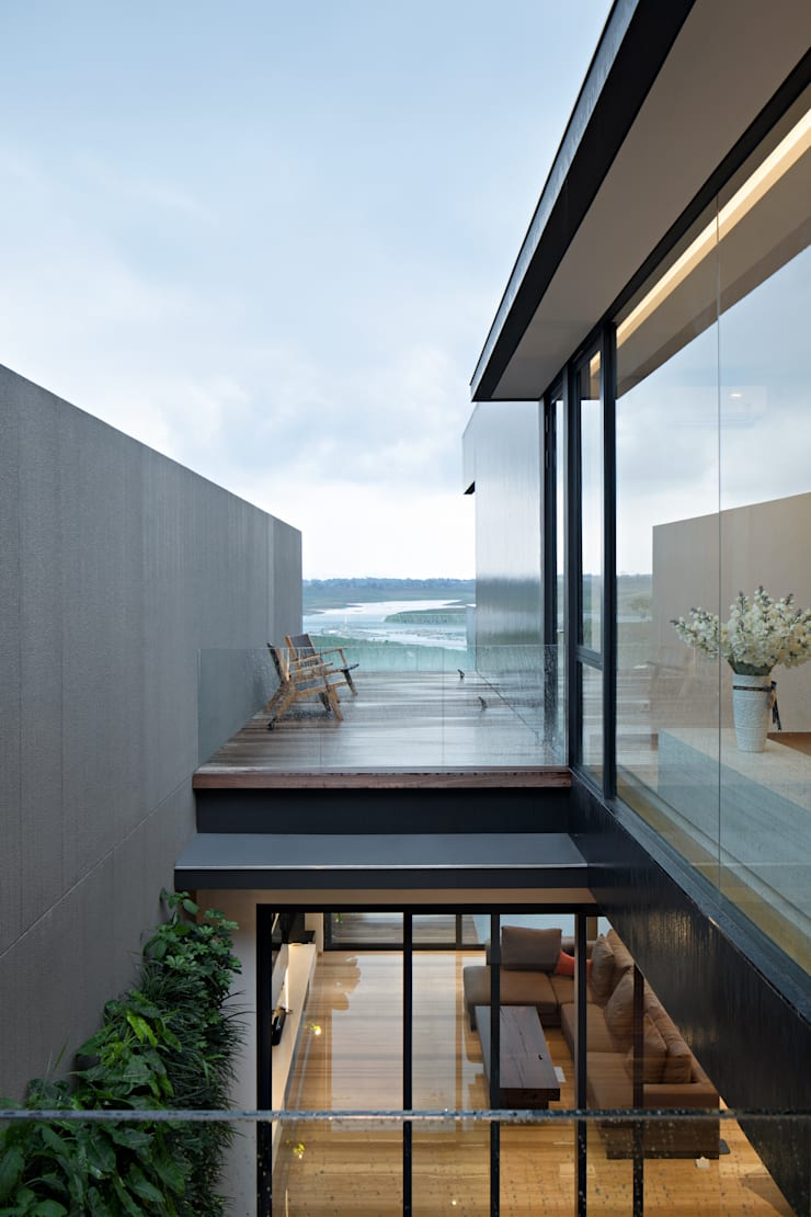Balkon Lantai 2 :  Balkon by Rakta Studio