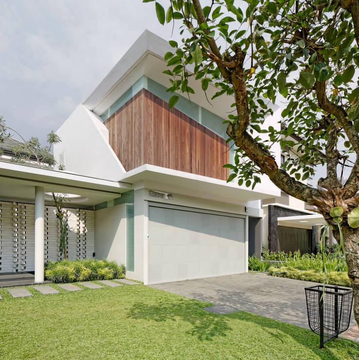 Eksterior :  Rumah by Rakta Studio