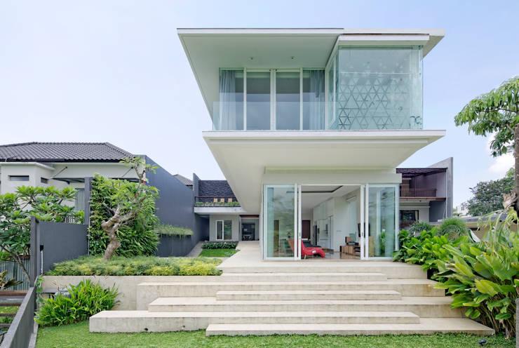 Tampak Belakang :  Rumah by Rakta Studio