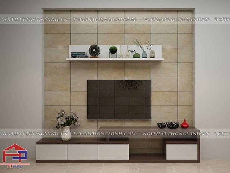 Ảnh 3D thiết kế nội thất phòng khách gỗ công nghiệp An Cường nhà chị Giang ở Quảng Ninh:  Living room by Nội thất Hpro