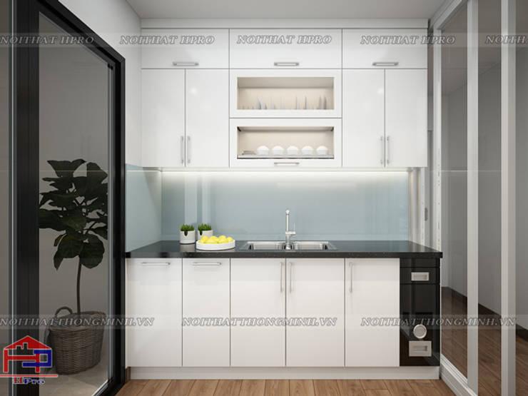 Ảnh thiết kế tủ bếp acrylic nhà anh Đức ở Ecolife Capitol Tố Hữu:  Kitchen by Nội thất Hpro