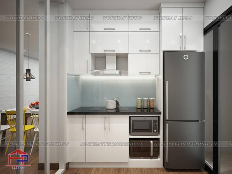 Ảnh thiết kế tủ bếp acrylic song song nhà anh Đức ở Ecolife Capitol Tố Hữu:  Kitchen by Nội thất Hpro
